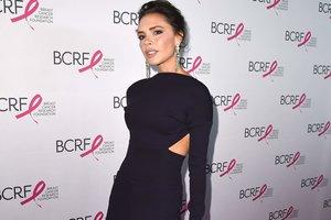Виктория Бекхэм с ужасом вспоминает наряды Spice Girls