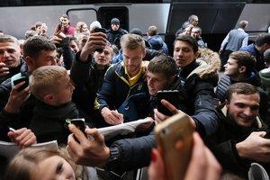 Сборную Украины во Львове встретила армия фанатов