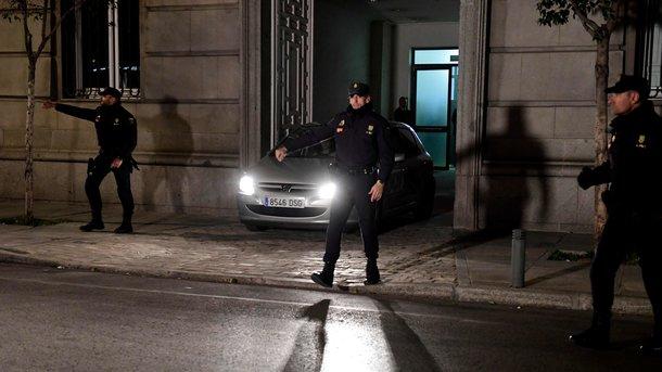 Спикера парламента Каталонии отпустили под залог