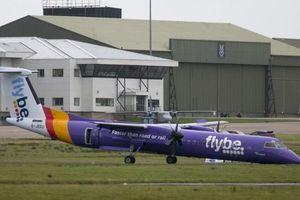 """В Северной Ирландии пассажирский самолет сел """"на нос"""""""