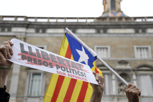 Спикера каталонского парламента выпустили под залог