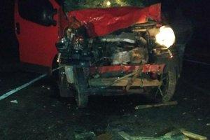 При столкновении микроавтобуса с телегой в Одесской области погибли три человека
