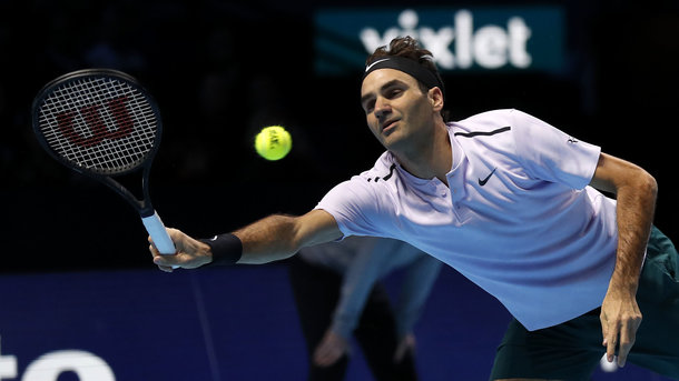 Федерер обыграл Зверева и преждевременно пробился вполуфинал итогового турнира АТР