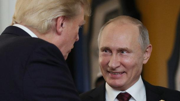 Экс-глава ЦРУ: Путин запугал Трампа