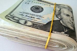 Доллар и евро в Украине стали дешевле