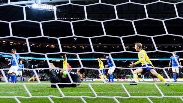 Лустиг— освисте итальянских фанатов вовремя гимна Швеции: «Гребанные выродки»