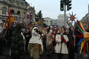 Новый календарь праздников в Украине: два рождества, но без женского дня