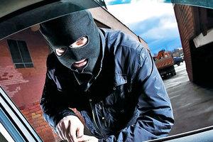 В Житомире горе-угонщика поймали спящим в краденом авто