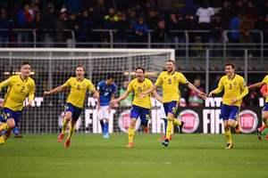 Шведские футболисты устроили погром журналистам в прямом эфире по случаю выхода на чемпионат мира