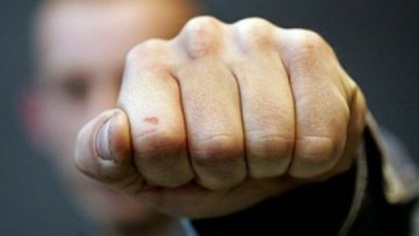 Мужчина устроил скандал в одесском супермаркете и избил сотрудницу