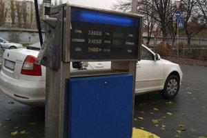 Гривня укрепилась, а нефть дешевеет: что будет с ценами на бензин