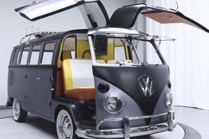 "Фургон Volkswagen превратили в машину из ""Назад в будущее"""
