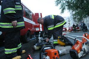 В Киеве из пожара спасли трех человек, ребенок попал в больницу