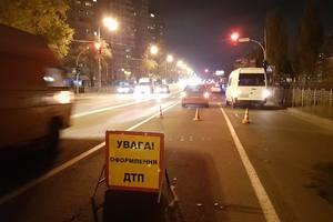 В Киеве водитель-нарушитель сбил мужчину на переходе