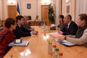 Парубий на встрече с Митчеллом призвал дать Украине летальное оружие