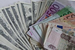 Курс доллара в Украине замер, а евро взлетает в цене