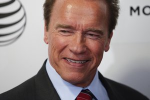 Arnold Schwarzenegger spend money on gifts to a friend