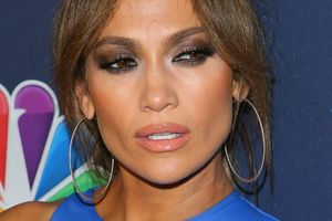 Jennifer Lopez chose for dinner with the boyfriend spectacular dress for $ 8,500