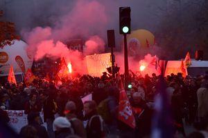 Во Франции проходят протесты против реформ Макрона
