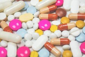 """Жители Донецка: """"Просим в аптеке украинские лекарства"""""""