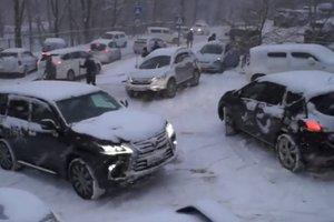 Снежный апокалипсис во Владивостоке привел к массовым ДТП
