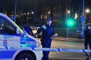В Стокгольме мужчина открыл стрельбу из автомата по прохожим