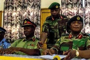 """Военный переворот в Зимбабве и Трамп без """"ядерной кнопки"""": чем запомнилась уходящая неделя"""