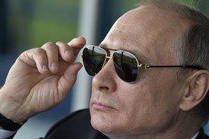 """Путин прибыл в оккупированный Крым открывать памятник """"императору-миротворцу"""""""