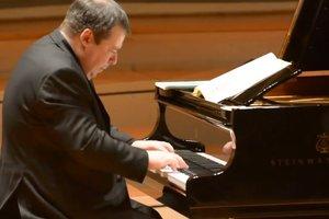 Ukrainian musician Alexey Botvinov set a world record, performing complex masterpiece Bach 300 times