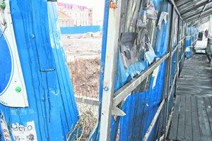 Скандал вокруг стройки на месте Сенного рынка в Киеве: погнутый забор вернули на место