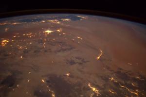 Астронавт снял из космоса уникальное видео падения метеора на Землю