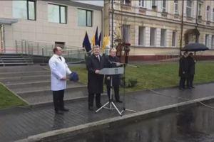 Порошенко открыл обновленное отделение больницы в Днепре