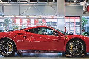 В сети появилось видео, как роботы собирают Ferrari