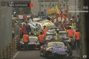 Видеошок: гонка спорткаров закончилась массовым столкновением