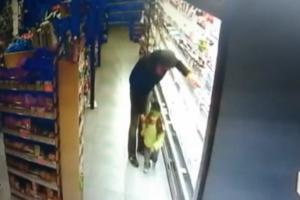 В Кропивницком 3-летняя девочка едва не погибла в супермаркете