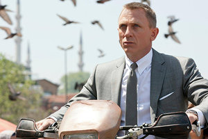 Daniel Craig made his first comment on returning to the role of bond