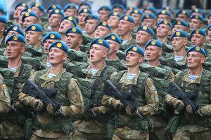 Порошенко рассказал о больших потерях десантников на Донбассе