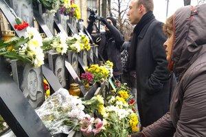 На Майдане почтили память Небесной сотни: появились фото