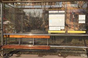 В Киеве на бульваре Дружбы народов установили новые стеклянные остановки