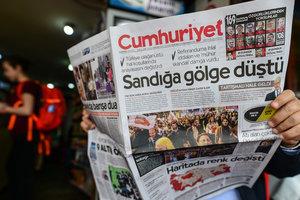 """В Турции посадили редактора газеты из-за """"пропаганды тероризма"""""""
