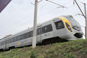 В Польше поезд, следовавший из Киева, столкнулся с экскаватором