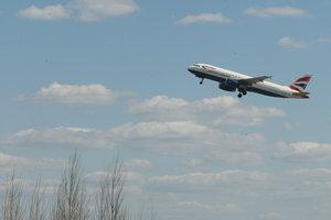 Билеты на самолеты в Украине станут дешевле - министр