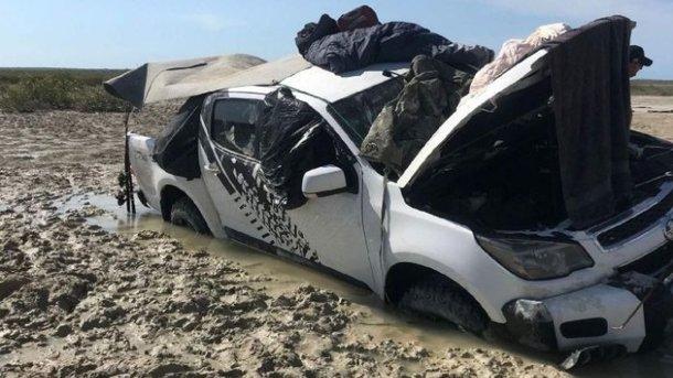 Два австралийца просидели 5 дней накрыше автомобиля, спасаясь открокодилов