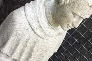 Unsuccessfully held out the bread: in Austria dismantled the statue of