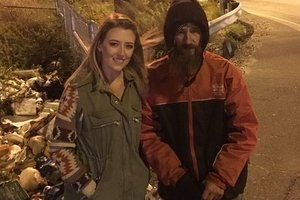 Девушка собрала для бездомного 120 тысяч долларов: отплатила за помощь