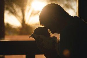 Что такое послеродовая депрессия у мужчин