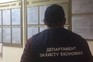 В Киеве работник суда попался на взятке