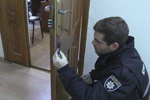 В Киеве люди в масках ограбили университет