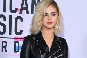 Stylist Selena Gomez told us how to repeat it blonde