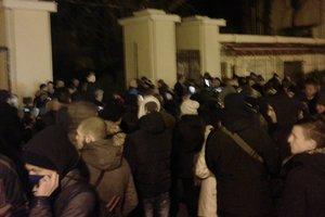 Сотни одесситов вышли на протест в поддержку задержанных из-за событий в Летнем театре активистов